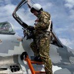 В Івано-Франківську молоді військові пілоти здійснили перші самостійні вильоти на бойових винищувачах: фото