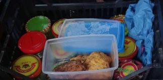В Яремче, соціальна працівниця сама готує обіди та розносить їх одиноким стареньким людям