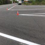 На щойно відремонтовані дороги Івано-Франківщини розпочали наносити дорожню розмітку: фоторепортаж