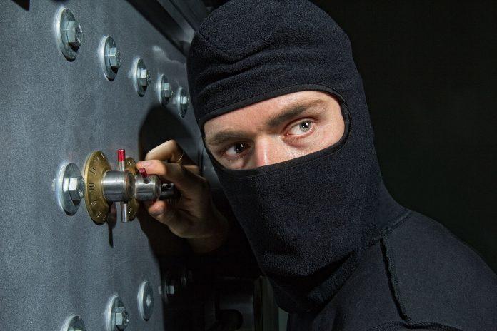 Цієї ночі в офісі франківської ритуальної служби викрали із сейфу декілька сотень тисяч гривень - поліція