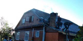 В передмісті Франківська, із охопленого полум'ям будинку, врятували чоловіка