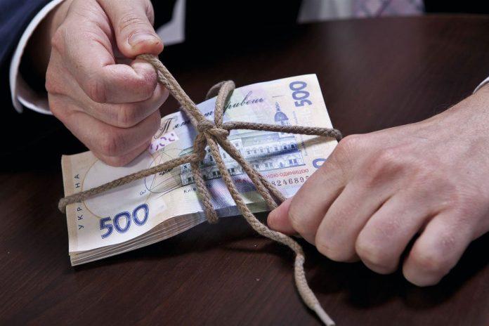 Посадовця з Прикарпаття підозрюють у заволодінні держмайном на майже 375 тисяч