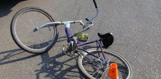 На Прикарпатті, через власну неуважність, під колесами іномарки опинився 26-річний велосипедист