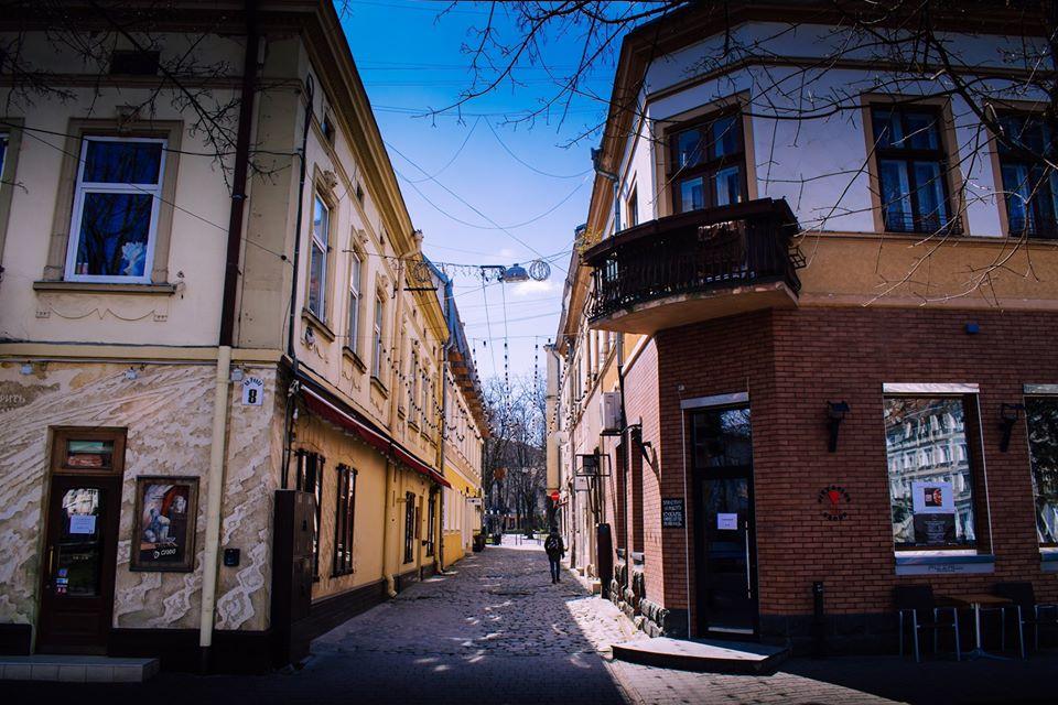 У мережу виклали фото безлюдного весняного Франківська