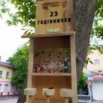 У Івано-Франківську з'явилися годівниці для птахів у вигляді барних стійок