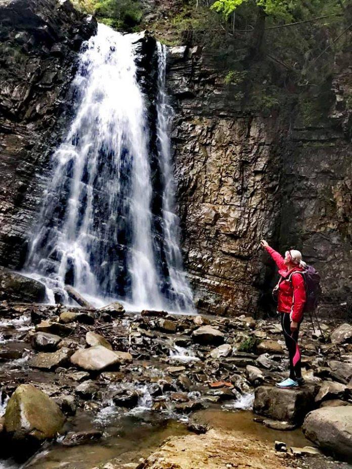 Франківка проїхала понад 100 кілометрів на велосипеді водоспадами Надвірнянщини