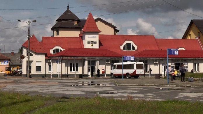 У Коломиї частково запрацювала автостанція: відео