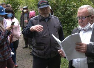 Катавасія з каналізацією.У Франківську мешканці дому заблокували роботу комунальників: відео