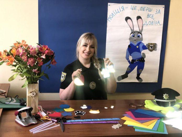 Ювенальна поліцейська з Прикарпаття ділиться корисними лайфхаками для безпеки дітей: відео