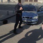 П'яні дебошири після отриманих протоколів з кулаками накинулись на муніципалів: фото