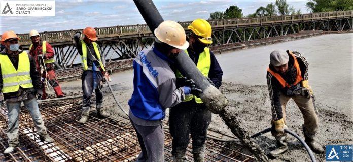 На Калущині триває будівництво мосту через Дністер: фотофакт