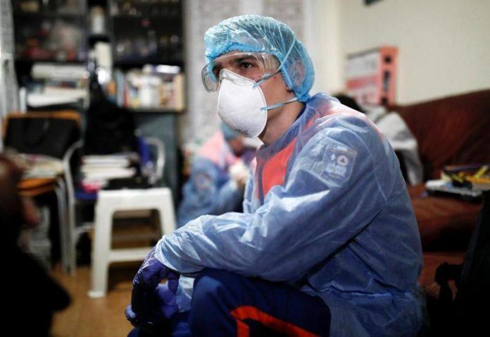 На коронавірус захворіли 287 медпрацівників з Прикарпаття, 163 - вже одужали