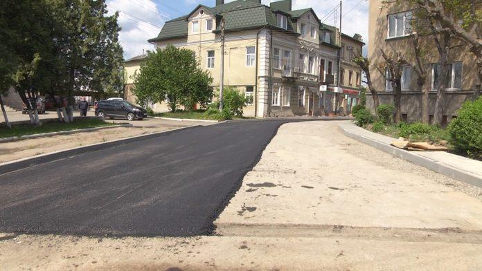 У Коломиї триває ремонт доріг: відео