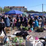 Поодинокі відвідувачі в масках, дистанція відсутня: як у Тлумачі люди відвідують базар
