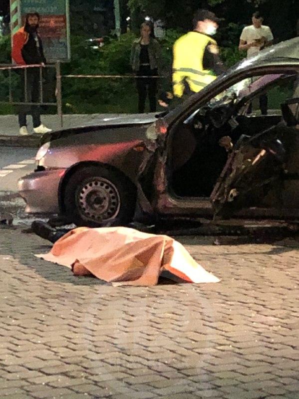 Цієї ночі в центрі Івано-Франківська трапилась смертельна ДТП - мінімум одна особа загинула