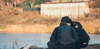 На Прикарпатті у ставку виявили тіло мертвої жінки - справу розслідує поліція