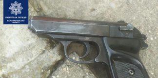 На Пасічній затримали чоловіка, який розгулював із гранатою та пістолетом у руках