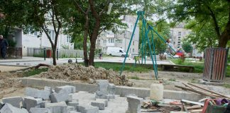 У Франківську триває ремонт дворів