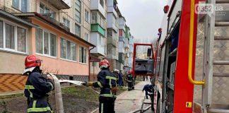 """Під час пожежі квартири на """"Каскаді"""", рятувальники евакуювали декількох осіб"""
