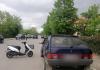 На Прикарпатті водійка скутера врізалася у відчинені двері автомобіля, внаслідок чого постраждав 12-річний пасажир