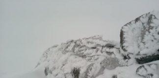 В перший день літа Піп Іван замело снігом: фото