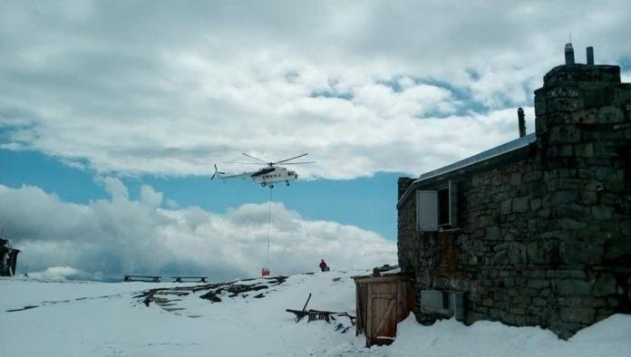 Прикарпатські рятувальники відпрацьовують навики гасіння пожеж у горах: фотофакт