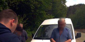 На Прикарпатті затримали чоловіка, який незаконно продавав зброю