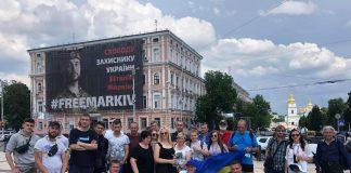 Прикарпатські активісти поїхали до Києва, щоб підтримати Петра Порошенка