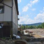 Болота нанесло по вікна. Як виглядає прикарпатське село після кількаденної негоди: фоторепортаж
