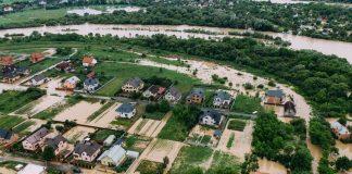 Відомий фотограф показав, як виглядає приміське село Вовчинець після кількаденної негоди: фоторепортаж