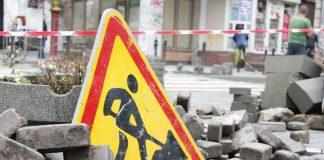 У Франківську комунальники відновили ремонт дворів: відео