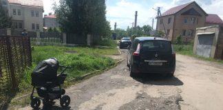 """На """"Пасічній"""" авто протаранило коляску із немовлям"""