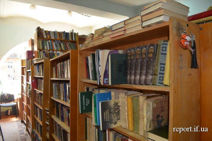 Штрих-коди та онлайн-каталог. Як виживають бібліотеки у Франківську