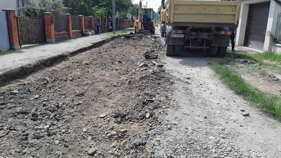В районі вулиці Бандери розпочався ремонт ще однієї вулички: фото