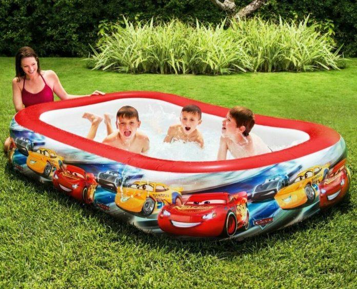 Надійний та красивий: купуємо дитячий надувний басейн