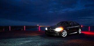 BMW, яке позавчора збило пішохода біля франківської ОДА і втекло, ганяло по пішохідній зоні