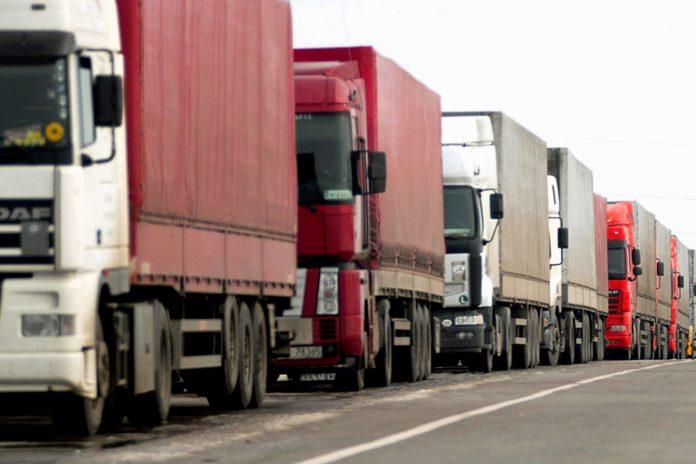Від сьогодні для вантажівок діє обмеження на проїзд дорогами Франківщини