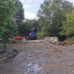 Через халатність прикарпатських дорожників, в передмісті Івано-Франківська автомобіль злетів зі зруйнованого повінню мосту ФОТО