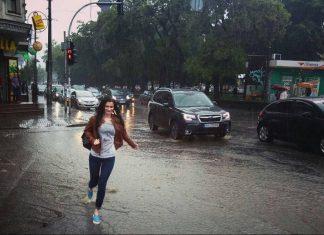На Прикарпатті у вівторок та середу знову йтимуть проливні дощі