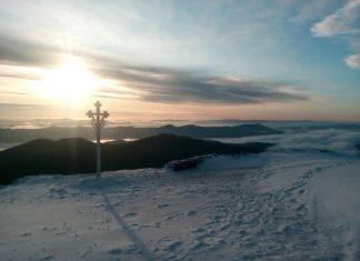 Температура повітря 4 градуси морозу і засніжені краєвиди - як розпочався ранок у прикарпатських рятувальників на Попі Івані