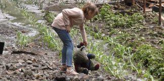 На Прикарпатті селевий потік позносив хати селян. Без даху над головою залишилась одинока матір з двома дітьми: фото, відео