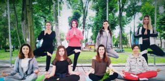 У Палаці Потоцьких в Івано-Франківську відновили недільну йогу