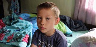 У хворого на рак хлопчика з Коломийщини вщент згорів дім, родина благає про допомогу: відео