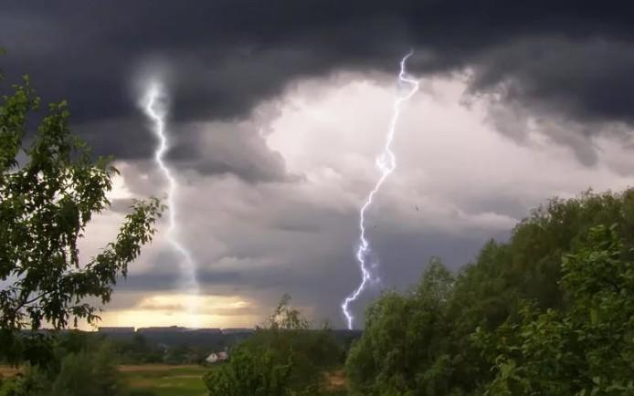 Сьогодні на Франківщині знову можливі дощі та грози