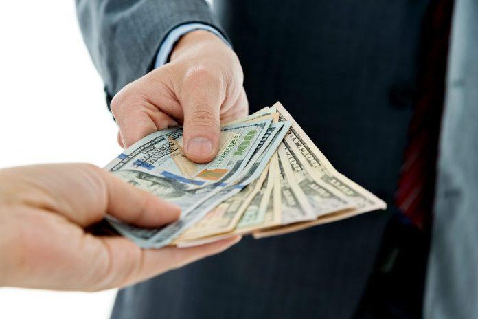 На Прикарпатті судитимуть посадовця за привласнення майна на понад 300 тисяч