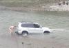 У Франківську водій за кермом Тойоти дрифтував у річці: фото
