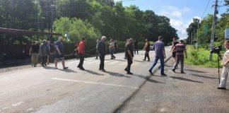 Півсотні протестувальників перекрили дорогу у Болехові - вимагають ремонту: фото, відео