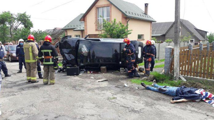 Пасажир, який вчора перебував в салоні Шкоди, котра перекинулась в Угринові, самостійно вибрався з автомобіля