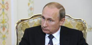 Путін спить під іконою з Христом і покривалом із власним портретом. Фото з Кремля