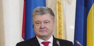 Петро Порошенко передав 100 тисяч гривень прикарпатській родині моряка, який майже рік перебував у полоні
